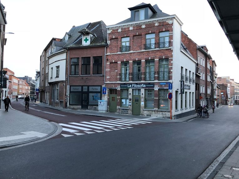 De feiten begonnen in de Naamsestraat in het centrum van Leuven. Daarop liepen de twee links de Parkstraat in, waar een van hen werd aangereden.