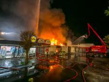 Uitslaande brand legt groot deel winkelcentrum Nijmegen in de as