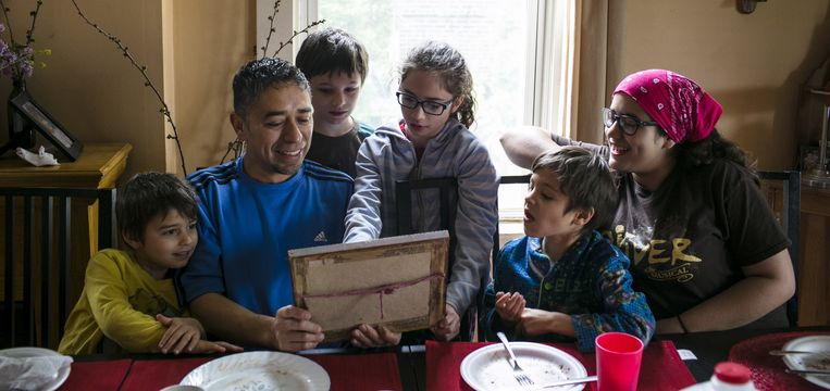 Pastor Paco met zijn gezin. Beeld Taylor Emrey Glascock