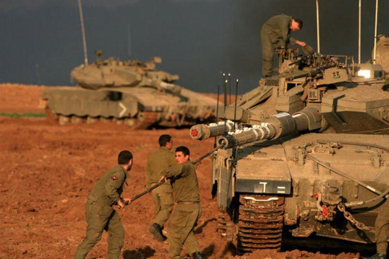 Israëlische soldaten tijdens de vierde dag van luchtaanvallen op de Gazastrook. Foto EPA Beeld