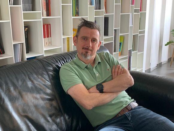 Peter Dewaelheyns schreef een comedyvoorstelling over kanker.