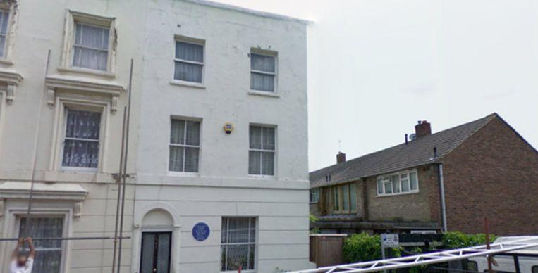 Het 'huis met het blauwe bord' op Hackford Road, vlakbij Brixton. © FOTO GOOGLE STREETVIEW Beeld