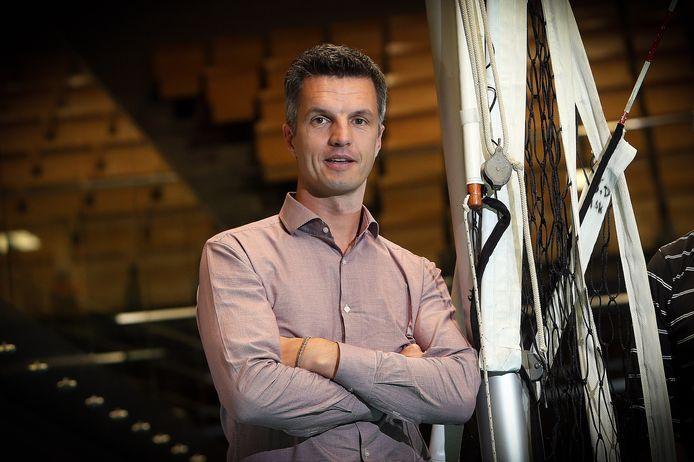 Maaseik-manager Dieter Leenders werkt aan het ontwarren van de Europese knoop.