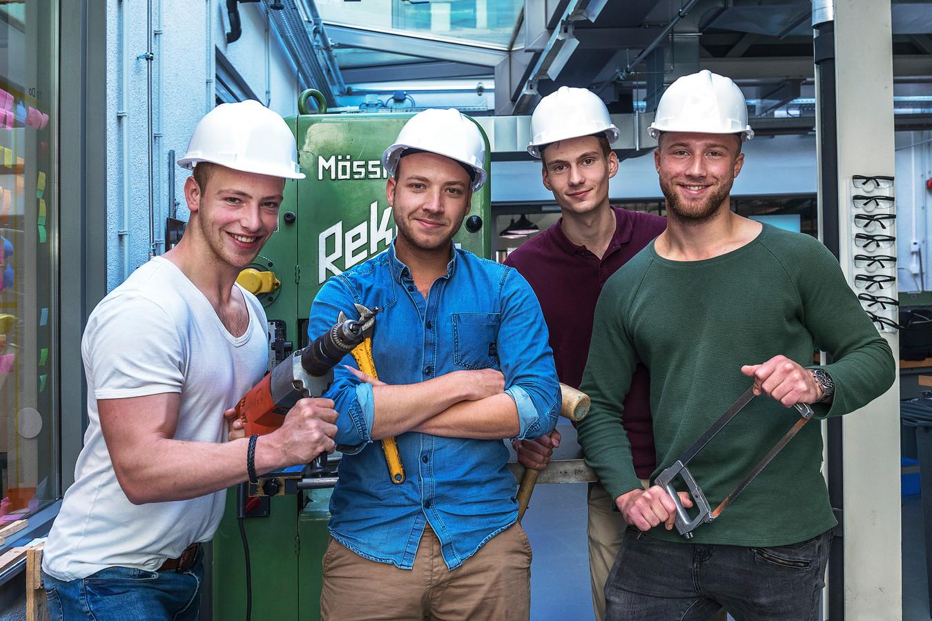 Van links naar rechts: Robin Stuiver (23), Thijs Morel (24), Sjors Peeters (24) en Jason Hoogerbrug (23) werkten in 2017 aan het huis.