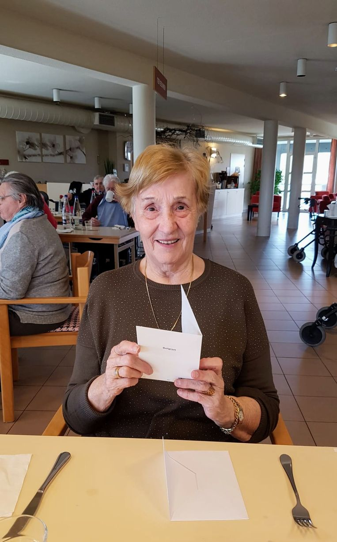 Ivonne van woonzorgcentrum Czagani krijgt post.