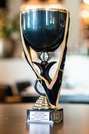 Ysbrandt Wermenbol van restaurant Lime wint met witte wijn 'Sylvane' prijs beste huiswijn.