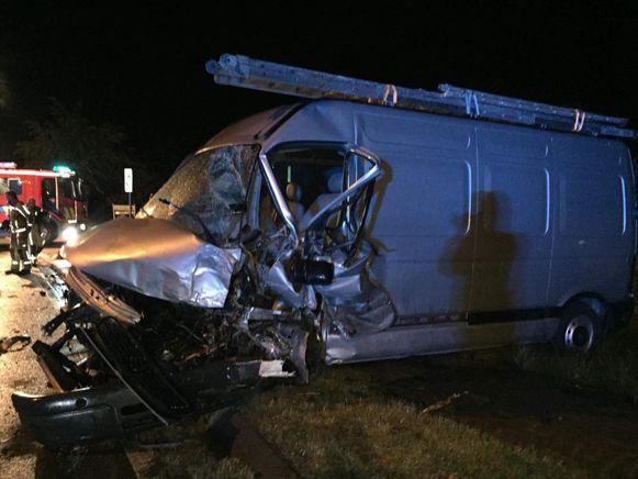 De bestelwagen met Wim B. aan het stuur vloog uit de bocht en knalde tegen de auto.