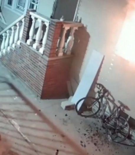 Il incendie sa maison par accident avec un feu d'artifice