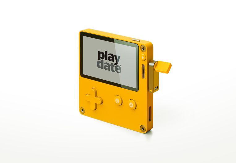 De Playdate, een nieuw spelcomputertje met een zwart-witscherm Beeld Panic