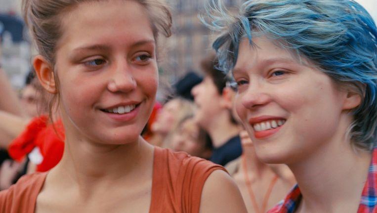 Léa Seydoux (rechts) en Adèle Exarchopoulos in La vie d'Adèle. Beeld .