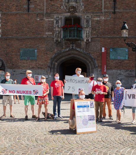"""Vredesactie herdenkt kernramp in Hiroshima op Markt in Brugge: """"Verwijder ook onze kernwapens"""""""