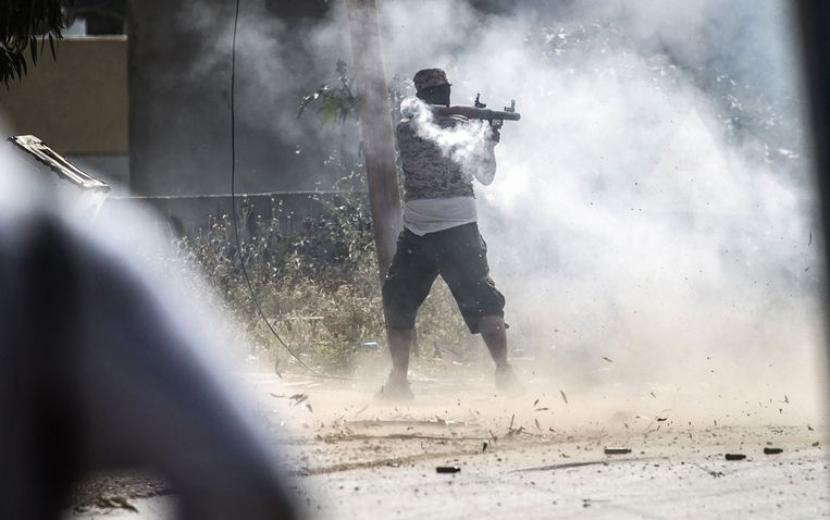 Straatgevechten tussen regeringstroepen en manschappen van Haftar.