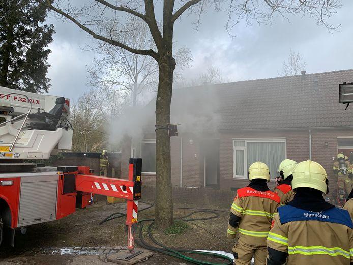 De brandweer in actie bij Wezelhof in Cuijk.