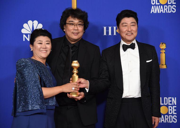 Regisseur Bong Joon-ho (midden) met de cast van 'Parasite'.