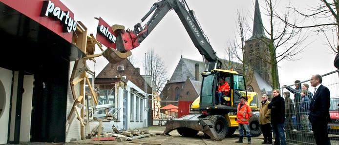 In 2006 werd 'de oude Boogaard' aan het Sint Jansplein gesloopt. Moergestel vreest nu voor de toekomst van het nieuwe gemeenschapshuis.