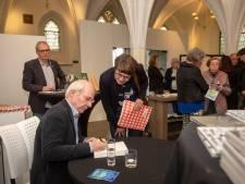Jan Brokken is de eerste van een rij bekende schrijvers die naar Harderwijk komen