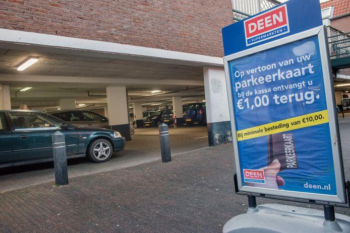 Supermarkt Deen betaalt nu al mee aan de parkeerkosten van de eigen klanten.