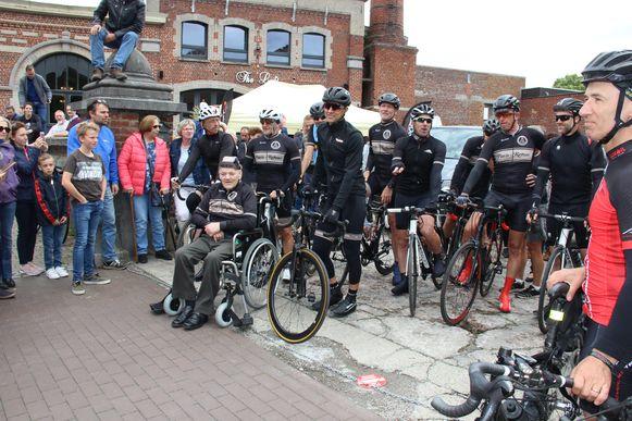 Stijn, Dirk, Patrick en Ferdi krijgen tijdens hun tocht steun van ISI Cycling Team en Groep '78'.