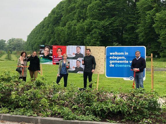 De verkiezingskandidaten van Groen, sp.a, CD&V en Open Vld plaatsten woensdagochtend zelf gemeenschappelijke borden.