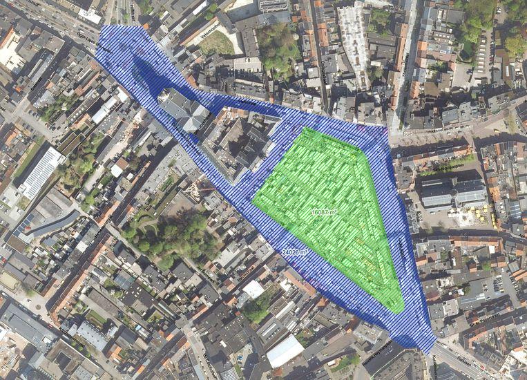 De ontwerper krijgt de opdracht om de 24.000 vierkante meter grote randzone (in blauw) én het 16.000 vierkante meter grote binnenplein (groen) opnieuw vorm te geven.