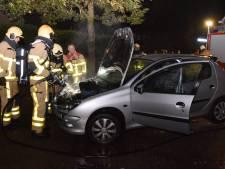 Brandweer heeft autobrand in Doetinchem snel onder controle