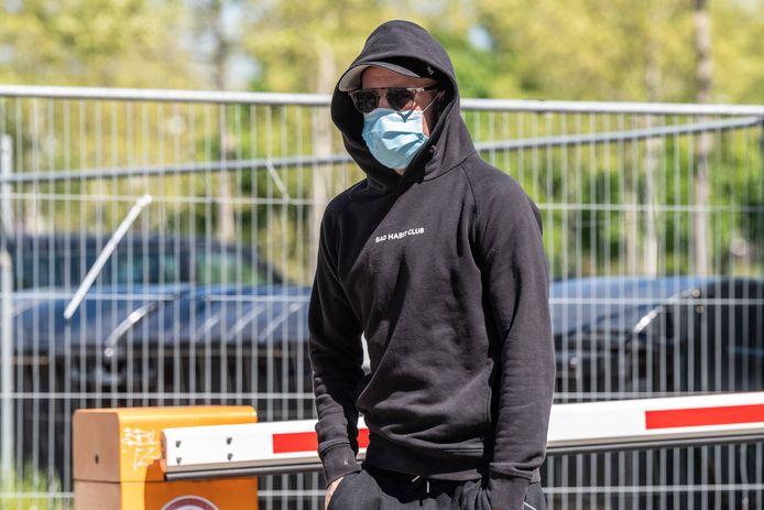 Davy Klaassen komt aan op het trainingscomplex van Werder Bremen