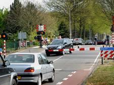 Verkeersinfarct rond Radboud Universiteit door storing spoorbomen