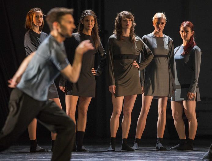 Het Scapino Ballet tijdens een repetitie.