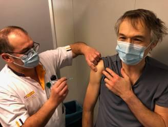 """Israël begint nu al tieners te vaccineren - """"Tweede vaccinatie geeft meer bijwerkingen"""""""