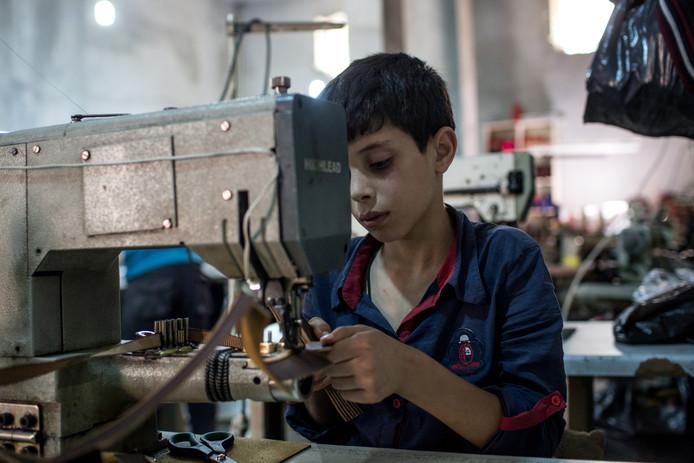 ,,Je ziet aan een shirt in de winkel niet hoe het is gemaakt'', zegt Noor Veenhoven van kledingplatform Project Cece. ,,Maar als er niets op het label staat over duurzaamheid of Fairtrade, kun je ervan uitgaan dat het niet goed (genoeg) is.''