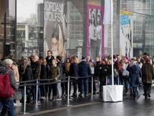 Stedelijk opent aparte rij voor museumkaarthouders