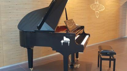Muzikale kerstmaand dankzij vleugelpiano in Sint-Andriesziekenhuis