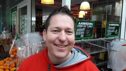 Bart Toonen van FruitCompany aan het Wijchense Europaplein.