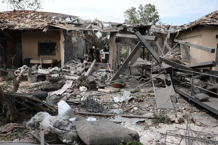 Het getroffen huis is volledig verwoest.