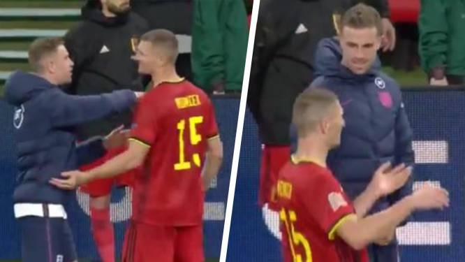 Meunier toont op grappige wijze hoe hij penaltyfout tegen kreeg, maar Henderson is het daar niet mee eens