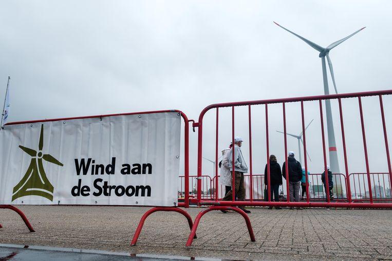 Op 15 juni wordt over de hele wereld de dag van de wind gevierd. En er valt inderdaad wat te vieren. Onze elektriciteit vergroent immers elk jaar meer en meer en dat is goed voor onszelf en onze planeet. Zo werd op 8 juni in België liefst 1/3de van alle elektriciteit opgewekt door windturbines op land en in de zee. Alle windturbines in de Antwerpse haven samen leveren nu stroom voor meer dan 110 000 gezinnen.