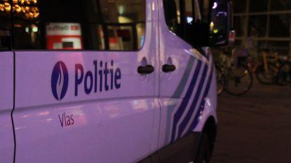 Franse dementerende bejaarde rijdt kegels controlepost politie aan