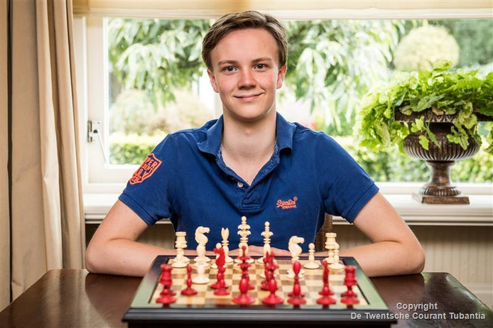 Thomas Berghuis oefent thuis niet heel erg fanatiek met schaken. Hij houdt graag tijd over voor andere dingen.