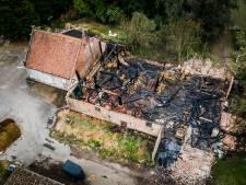 Schuur gaat in vlammen op in Den Bommel, bewoners van de boerderij gered