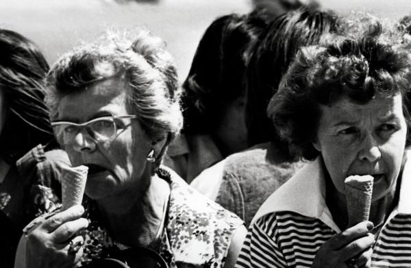 Terug naar de **zomer van 1976**: de gloeiend hete zomer 'waarin iedereen jong en naakt was'
