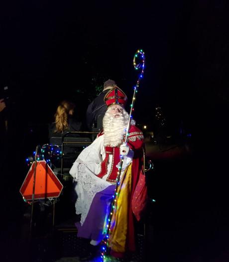 Intocht Sint in Wamel voor het eerst in het donker