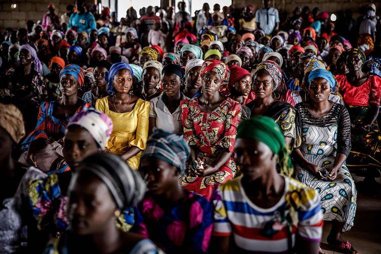 Christelijke boeren bezoeken een kerkdienst in Kajuru, op 14 april 2019. In Nigeria woedt een strijd tussen islamitische herders en christelijke boeren, die al aan duizenden mensen het leven heeft gekost. Beeld AFP
