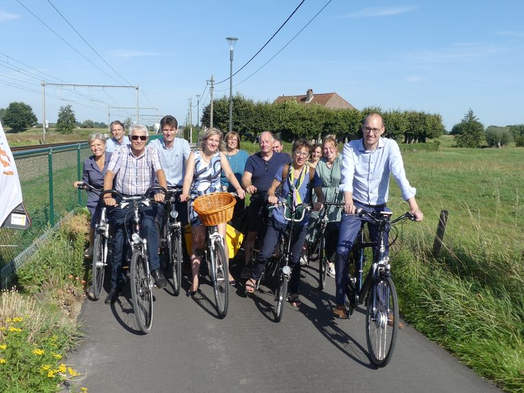 Het nieuwe stukje fietssnelweg werd vrijdagnamiddag ingehuldigd.