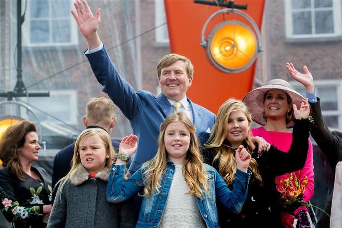 De koninklijke familie tijdens het slotfeest tijdens Koningsdag in Zwolle (2016).