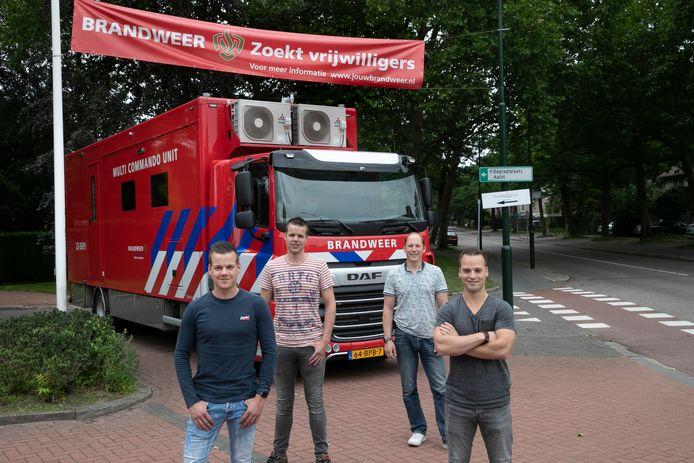 Brandweer Aalst en Waalre zoekt  vrijwilligers. Vlnr: Koen de Wit, Rick Jamers, Pieter van Deursen en Roy Bergman.