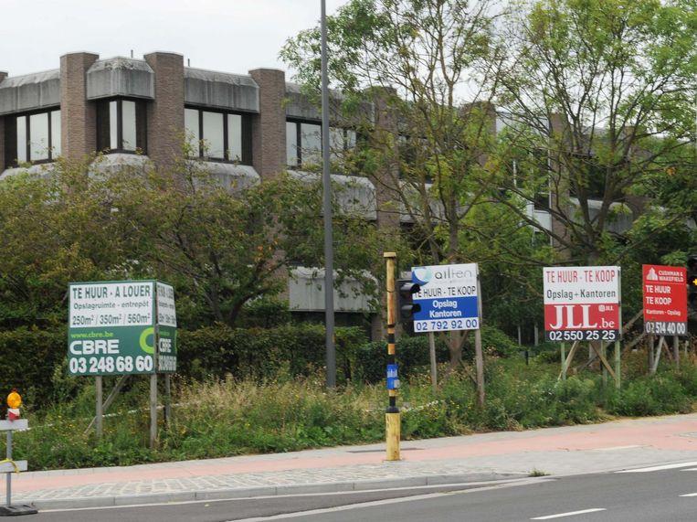 Vooral in de Excelsiorwijk staan tal van bedrijven leeg, te koop of te huur.