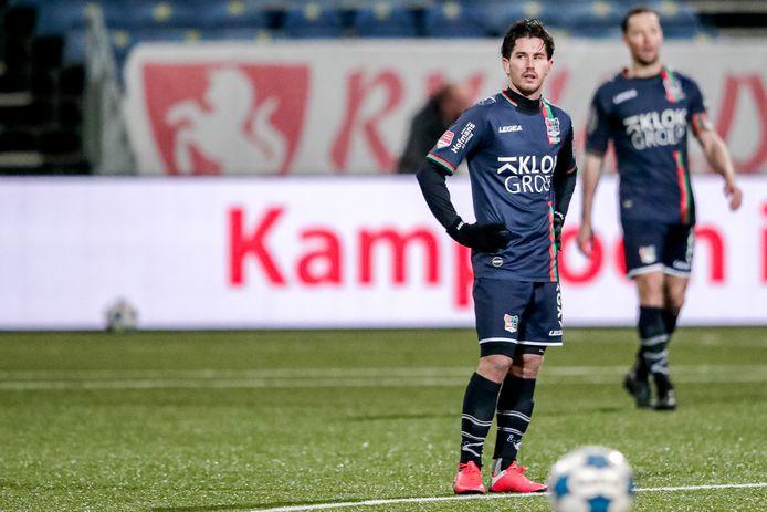Jordy Bruijn van NEC kijkt teleurgesteld voor zich uit na een goal van Telstar.