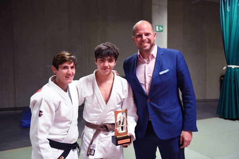 Lotte Petré en Yort Berckmans kregen een award van Theo Francken.
