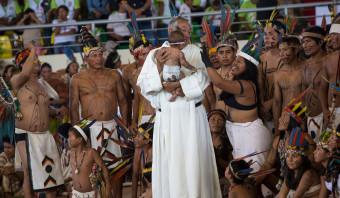 Het Vaticaan overweegt het celibaat af te schaffen voor priesters in de Amazone