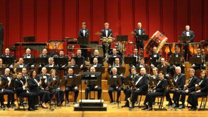 Koninklijke fanfare 'De Verenigde Vrienden' houdt optreden samen met muziekkapel van de Belgische Luchtmacht